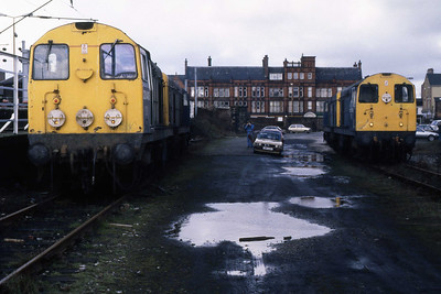 20043 + 20069 (left) and 20052 + 20004 (right) await their next duties on the #Lostock drags' at Wigan North Western (12/02/1989)