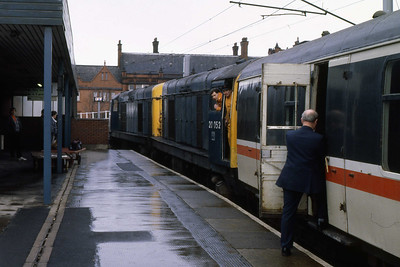 20004 + 20052 are pictured in Platform 1 at Wigan North Western having dragged the SuO 1A15 0824 Blackpool North - Euston from Lostock Junction. The '20s' would shortly draw forward to enable the rear of the train to clear the signal at Wigan Station Junction and allow 47517 to continue south (12/02/1989)