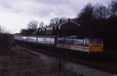 47589 arrives at Lostock Junction with the SuO 1V55 1225 Preston-Bristol. 20004-20052 were attached to the rear of the train here to drag it across to Wigan, before continuing its journey south along the WCML (12/02/1989)