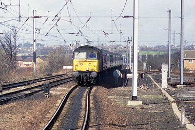 Following shortly behind was 47489, seen here on the approach to Wakefield Westgate with 1O11 0908 Newcastle - Poole (11/03/1989)