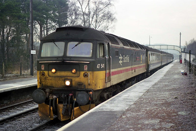 47541 'The Queen Mother' at Carrbridge with 1H11 1142 Edinburgh-Inverness (04/01/1990)