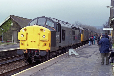 Week three saw a '37' on the Leeds starter, and having been to Carlisle and back, 37104 + 47456 are seen arriving at Settle on 1E11 1242 Carlisle - Leeds (10/03/1990)