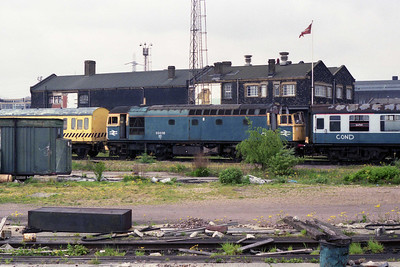 The remains of withdrawn 33038 await disposal at Stratford (12/05/1990)