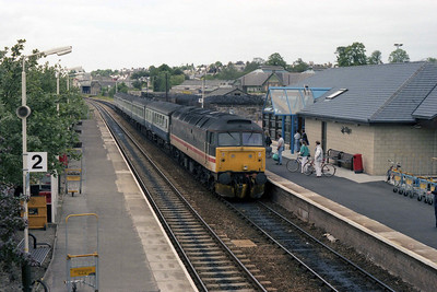 47617 'University of Stirling' arrives at Elgin with the 1423 Inverness-Aberdeen (12/07/1990)