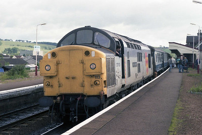 Three hours later 37113 is pictured again on arrival at Stonehaven with 1A44 0610 ex-Inverness (10/07/1990)