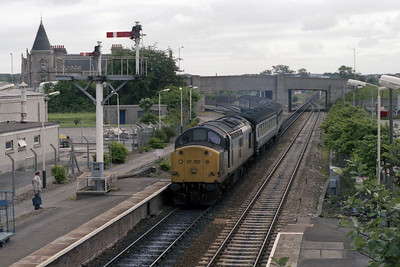 Having run round in the yard of the old station, 37707 arrives back into Elgin with the stock for 1H41 1018 to Inverness (12/07/1990)