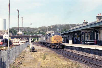 37421 waits to run round its train after arriving at Kyle of Localsh with 2H87 1225 ex-Inverness (13/07/1990)