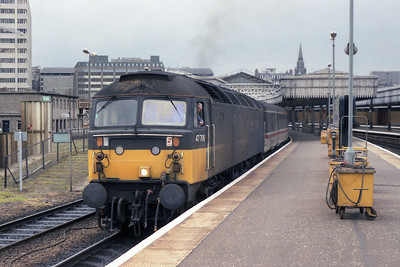 With its 'Strathclyde' nameplates now removed, 47706 departs Aberdeen with 1B40 1555 to Edinburgh (09/07/1990)