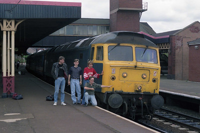 47108 and friends at Llandudno Junction, where most occupants of the train got off for '358, which was approaching from the opposite direction (01/09/1990)