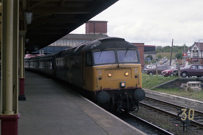 47358 arrives at Llandudno Junction with the 1354 Holyhead-Wakefield, deputising for a failed DMU (01/09/1990)