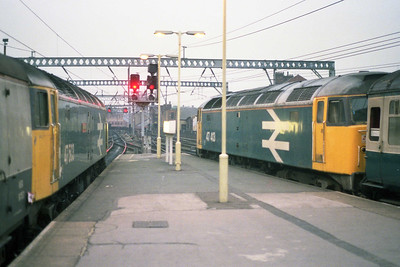 47413 is pictured again on arrival at Leeds with 2E38. Alongside in the adjacent platform is 47503 on the Kings Cross - Newcastle vans (13/09/1990)