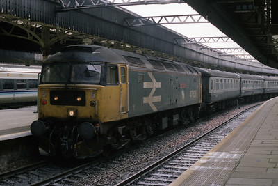 47636 'Sir John de Graeme' is pictured on arrival at Aberdeen with 1A55 0840 from Edinburgh (26/09/1990)