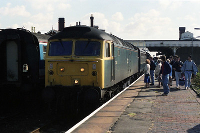47344 arrives at Sleaford with 1N22 1021 Skegness-Newcastle. Both these locos were members of Immingham's 'DCEA' Civil Engineer's pool, and had been regular performers on these turns during the summer (08/09/1990)