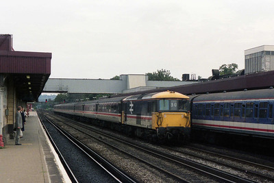 73209 races through the centre road at Redhill with the 0945 Victoria - Gatwick Airport (02/09/1990)