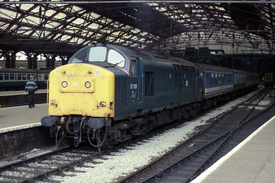 37139 awaits departure from Liverpool Lime Street with 1V89 1715 to Cardiff Central (08/09/1990)