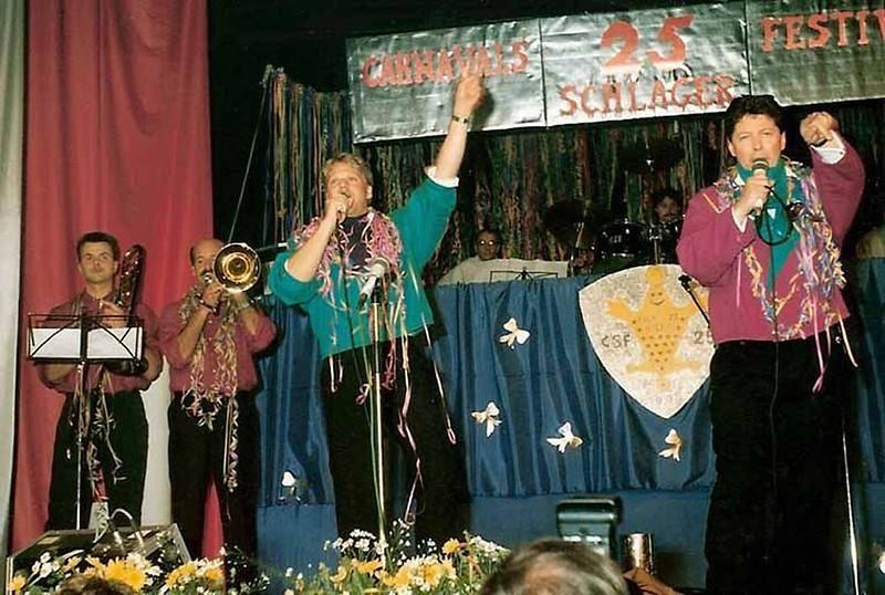 Schlagerfestival: In de Orde van de Blauwe Steen