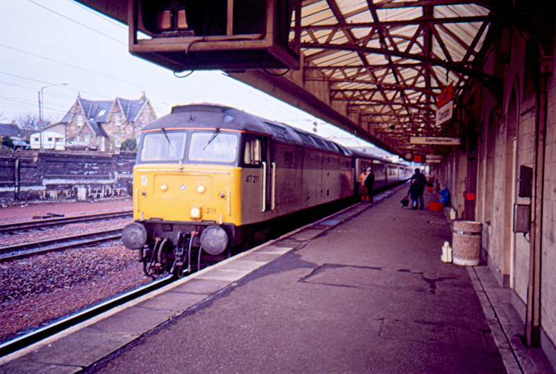 Getting a no heat engine on a passenger train is a bonus but not in this case as it is January. 47211 working the 11:41 Carstairs - Edinburgh 13/01/90