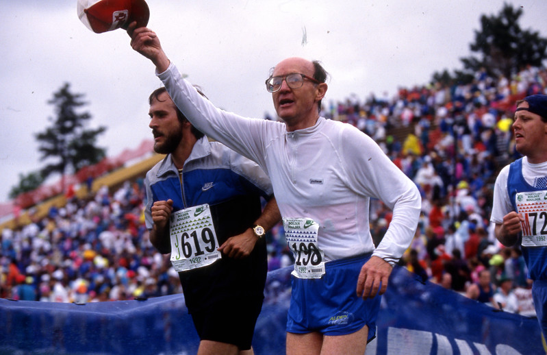 A runner waves to the crowd in the 1992 Bolder Boulder.