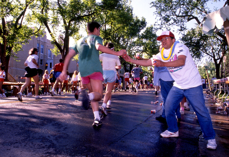 Refreshments are handed out during the 1992 Bolder Boulder.
