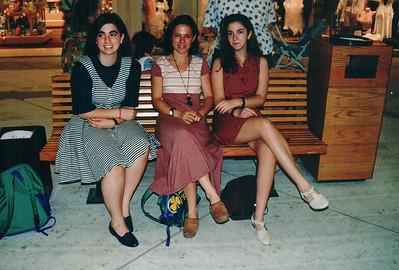 Sara & Friends @ the Mall