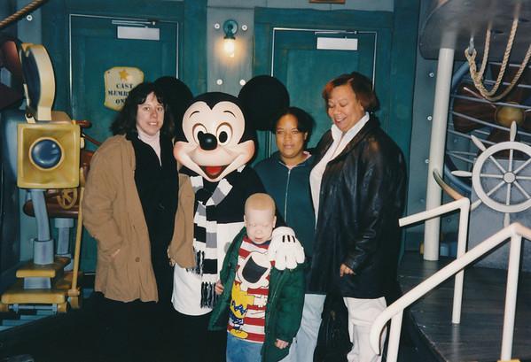 1996 12 Disneyland Robin & Shayla (Robin)