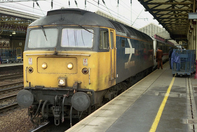 Rather than get mixed up in the circus that was the last day of loco-haulage on the 'Pennines' I'd spent Sunday morning on the 'drags'. Already allocated the 'RXLC' sector, former 'Trans Pennine' favourite 47488 'RailRiders' is pictured on arrival at Crewe after hauling 1A07 0858 Liverpool-Euston over the non-electrified route via Warrington Central and Manchester (20/01/1991)