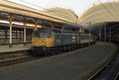 A few minutes later 47512 is pictured again making a spirited departure from York. In the background is the stock for 1M21 1020 York-Birmingham, which was today unusually in the hands of 47586 from the ICDA pool and hence the reason why I wasn't on board 1M94 (03/01/1991)