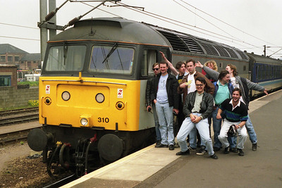Members of the 'O-gang' ppose alongside '310 at Peterborough. 1L93/1M03 were actually the first passenger diagrams booked for 'no-heat' '47s' since the Summer of 1988 (25/05/1991)