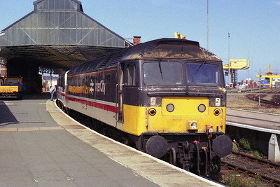 47525 waits to embark on what should have been a routine trip from Holyhead to Crewe with 1A52 1430 to London Euston (11/08/1991)