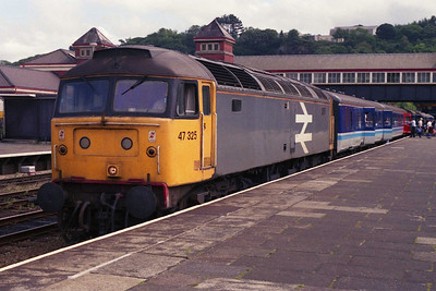 47325 calls at Bangor with 2D67 1052 Manchester-Holyhead (03/089/1991)