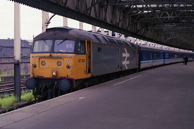 A 'winner' Brush for the third week running! This time it's the elusive 47325, seen here waiting to depart from Manchester Victoria with 2D67 1052 to Holyhead (03/08/1991)