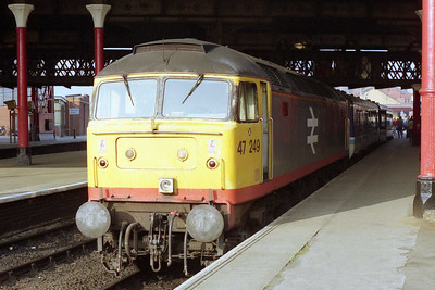 47249 is pictured again on arrival at Manchester Victoria with 1J90 (31/08/1991)