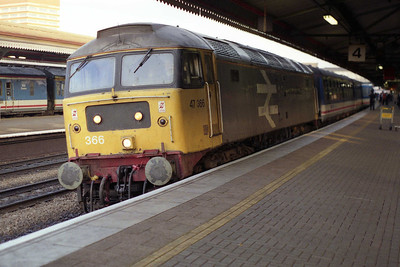 Luckily the return 1400 from Oxford was spot on time into Paddington, as the 1502 to Newbury was in the hands of 47366! The 'DCWA' machine is pictured here at Reading with 1F30 (08/11/1991)