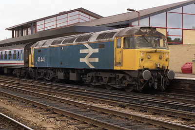 47441 waits to head back to the Capital with 1F53 1200 Oxford-Paddington (02/11/1991)