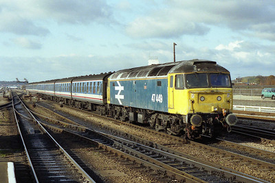 47449 'Oribi' races into Reading  with 1F49 1103 Oxford-Paddington (09/11/1991)