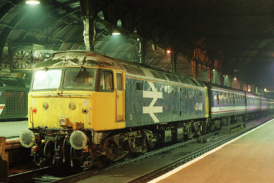 47449 makes an impressive sight the following evening at Paddington after arriving with 1F91 2000 from Oxford (05/11/1991)