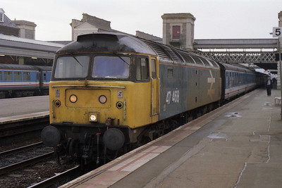 1A21 0825 Exeter-Paddington was actually booked for one of the Old Oak Common 'NSE' locos, whereas 47468 was a 'Parcels' sector machine (10/11/1991)
