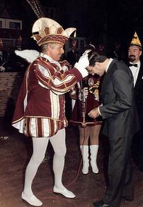 Prinsenproclamatie met het onderscheiden van de burgemeester Ed d'Hondt