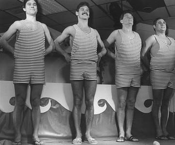 """De Slurfer: met schoonzwemmen """"de Goden Verzoeken"""" Van links naar rechts: John Reijnen-Frank van Raaij-Henk Rijkse en Fan Albers"""
