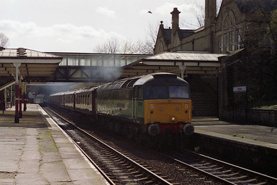Rounding off a busy morning for Brush on the Aire Valley, 47833 storms through Bingley station with a re-run of the previous day's Barnsley to Appleby VSOE charter (10/04/1993)