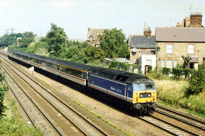 47714 arrives into Bedford with the SuO 0905 Sheffield-St Pancras, which was loco-hauled due to the ongoing work at Kentish Town (29/08/1993)