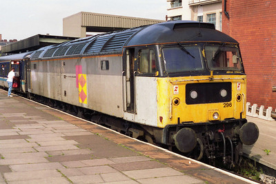 47296 waits at Nottingham with 1L99 0930 Birmingham-Great Yarmouth (14/08/1993)