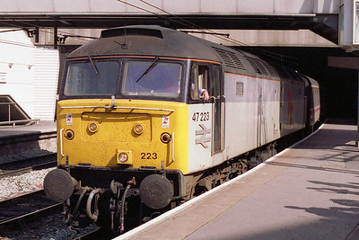 Despite the unplanned diversion of '1L99' we'd still made '1M03' at Peterborough. Here's another view of 47223 at Birmingham New Street prior to departing with the empty stock (14/08/1993)