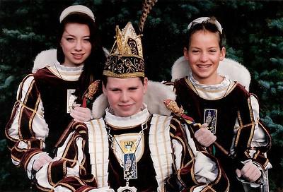 Jeugdprins Daniël den Eerste met zijn pages: