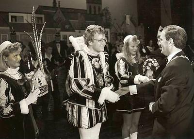 Prinsenproclamatie met burgemeester Mr. E.M. (Ed) d' Hondt