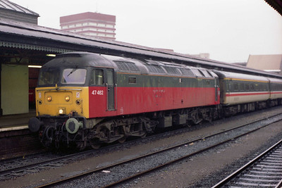 The following morning 47462 stands at reading with an additional 1Z43 1224 to Edinburgh, which it worked as far as Birmingham (03/01/1994)