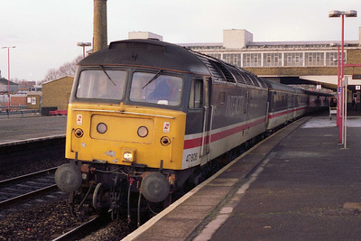 On the first day of the New Year, 47806 pauses at Banbury with 1V96 1218 Manchester-reading (01/01/1994)