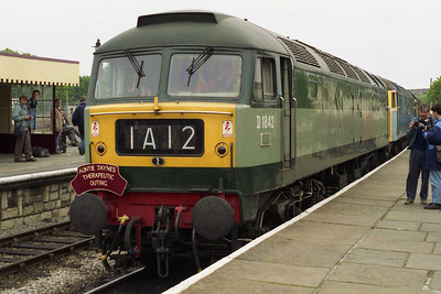 The pair are pictured again shortly before 'D1842' was detached at Ramsbottom, leaving 47117 to continue the journey alone (12/06/1994)