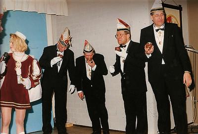 Er was ook wat te vieren. Van links naar rechts: Marieke van Nijnanten, Robbert van Veen, John de Kluijs, Piet van Breemen en Evert Schlick