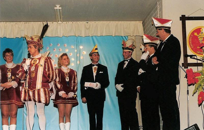 Bezoek van het Prinsenkabinet bij Kiek ze Kieke en hun jaarlijke Seniorenmiddag bij de Ark in Nijmegen-Oost